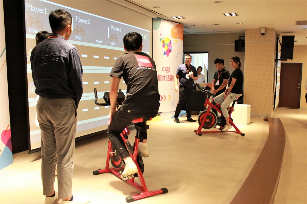 工研院服科中心葉工程師分享「健康物聯網應用-互動式智慧健身車」